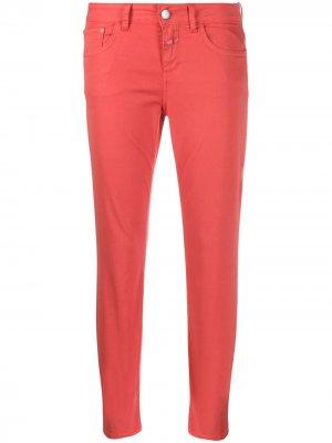 Укороченные джинсы скинни Closed. Цвет: красный