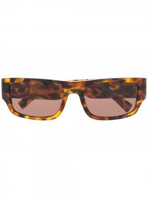 Солнцезащитные очки с декором Medusa Versace Eyewear. Цвет: коричневый