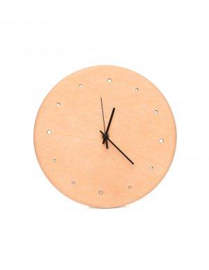 Настенные часы из бежевой кожи Hender Scheme