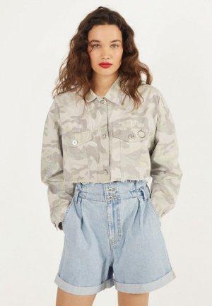 Куртка джинсовая Bershka. Цвет: зеленый