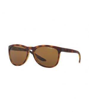 Солнечные очки ARNETTE. Цвет: темно-коричневый