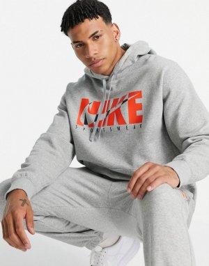 Серый флисовый спортивный костюм с графическим логотипом Nike