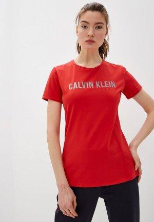 Футболка Calvin Klein Performance. Цвет: красный