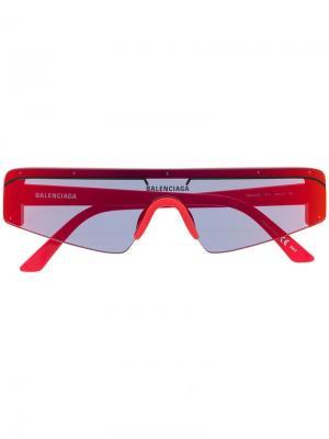 Футуристические солнцезащитные очки Balenciaga Eyewear. Цвет: красный