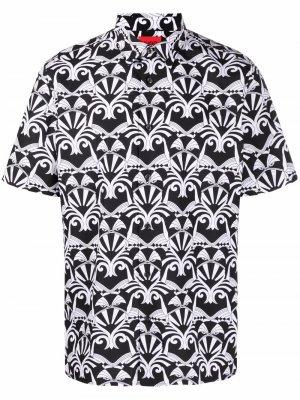 Рубашка с короткими рукавами и геометричным принтом HUGO. Цвет: черный
