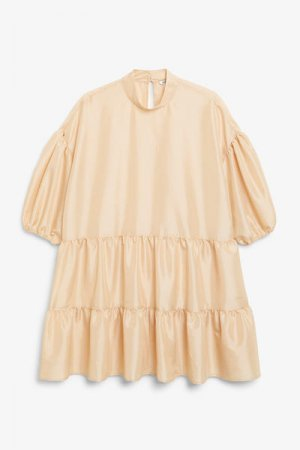 Короткое платье-трапеция Monki. Цвет: бежевый