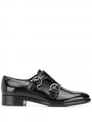 Глянцевые туфли монки с ремешками Salvatore Ferragamo. Цвет: черный