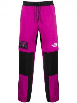 Спортивные брюки со вставками The North Face. Цвет: черный