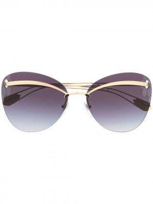 Затемненные солнцезащитные очки в оправе кошачий глаз Bvlgari. Цвет: золотистый