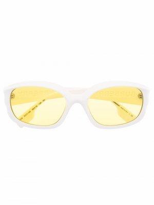 Солнцезащитные очки в овальной оправе с логотипом Burberry Eyewear. Цвет: белый