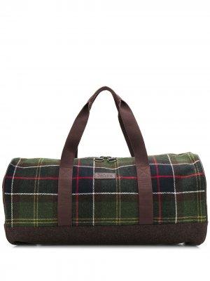 Дорожная сумка в клетку Barbour. Цвет: зеленый