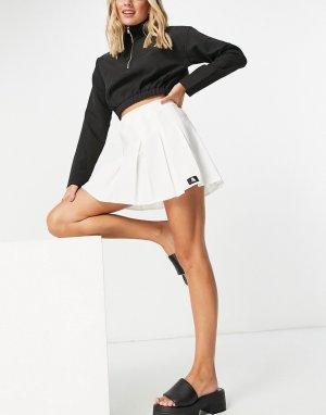Белая теннисная мини-юбка со складками и фирменной накладкой -Белый ASOS DESIGN
