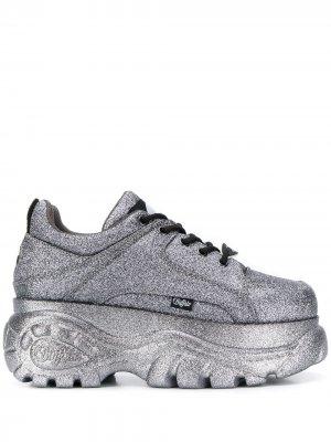 Кроссовки на платформе со шнуровкой Buffalo. Цвет: серебристый