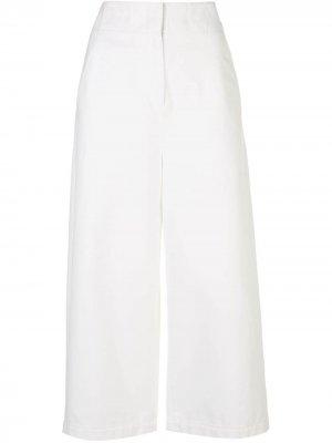 Укороченные джинсы широкого кроя Tibi. Цвет: белый