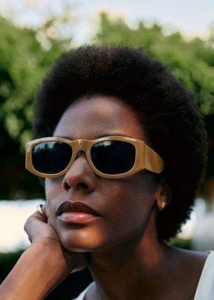 Солнцезащитные очки в пластиковой оправе - Whity Mango. Цвет: белый