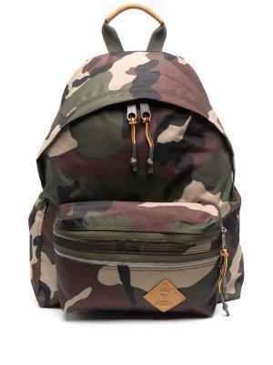 Рюкзак с камуфляжным принтом Eastpak. Цвет: зеленый
