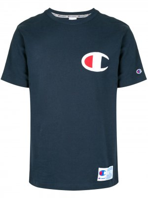 Футболка с нашивкой-логотипом Champion. Цвет: синий