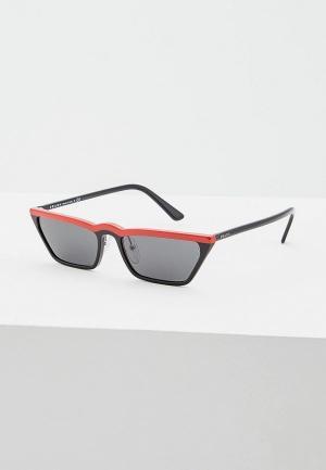 Очки солнцезащитные Prada PR 19US YVH5S0. Цвет: красный