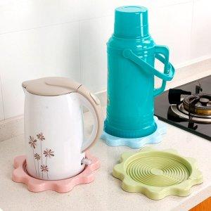 Многофункциональный пластиковый водонепроницаемый коврик для чайника 1шт SHEIN. Цвет: многоцветный