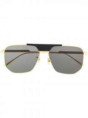 Солнцезащитные очки-авиаторы в геометричной оправе Bottega Veneta Eyewear. Цвет: золотистый