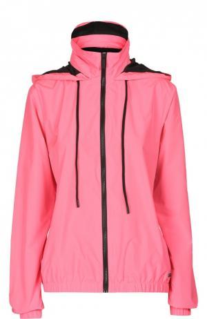 Куртка-ветровка с высоким воротником и капюшоном Juicy Couture. Цвет: фуксия