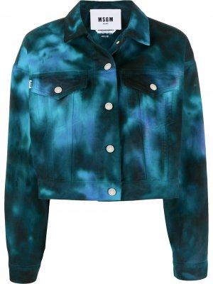 Укороченная джинсовая куртка с принтом тай-дай MSGM. Цвет: черный