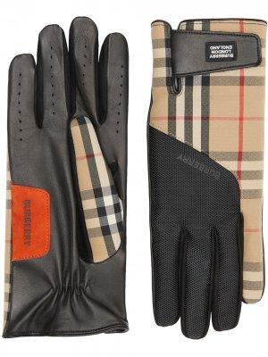 Перчатки в клетку Vintage Check с аппликацией-логотипом Burberry. Цвет: нейтральные цвета