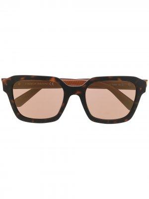 Солнцезащитные очки в оправе черепаховой расцветки Moncler Eyewear. Цвет: коричневый