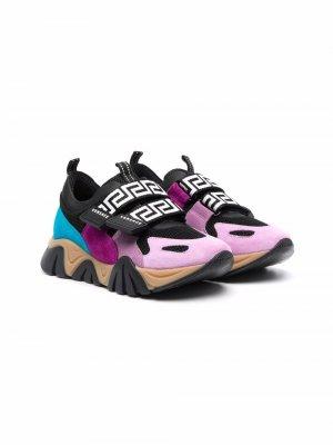 Greca-print band sneakers Versace Kids. Цвет: черный