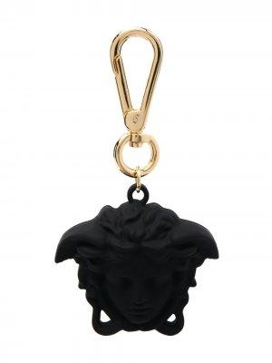 Брелок с декором Medusa Versace. Цвет: черный