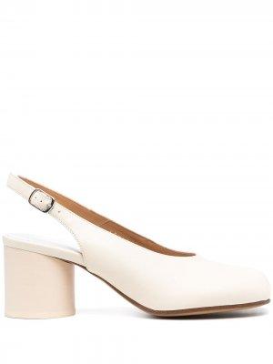 Туфли Tabi с ремешком на пятке Maison Margiela. Цвет: белый