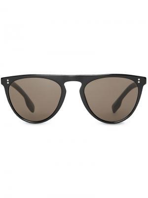 Солнцезащитные очки в D-образной оправе Burberry Eyewear. Цвет: черный