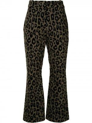 Расклешенные брюки с леопардовым принтом Derek Lam 10 Crosby. Цвет: зеленый