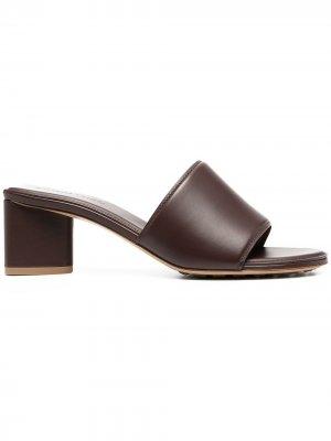 Босоножки с открытым носком Bottega Veneta. Цвет: коричневый