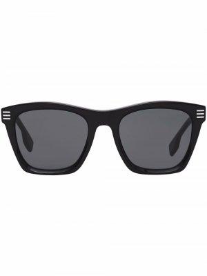 Солнцезащитные очки в квадратной оправе Burberry. Цвет: серый