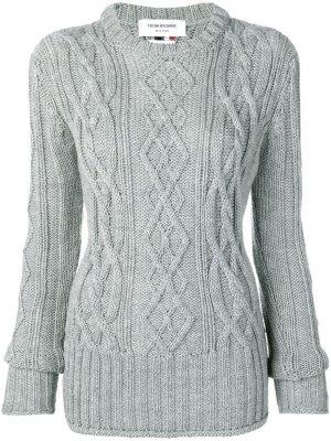 Пуловер с косами и трехцветными полосками Thom Browne. Цвет: серый