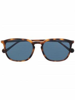 Солнцезащитные очки черепаховой расцветки Moncler Eyewear. Цвет: коричневый