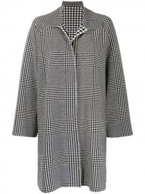 Пальто в ломаную клетку с драпировкой Norma Kamali. Цвет: черный