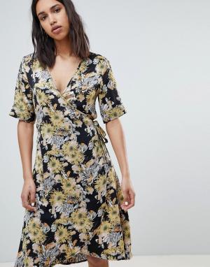 Платье с запахом и цветочным принтом Sofie Schnoor. Цвет: мульти