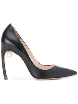 Туфли-лодочки Mira с жемчугом Nicholas Kirkwood. Цвет: черный
