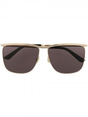Солнцезащитные очки в квадратной оправе Gucci Eyewear. Цвет: золотистый