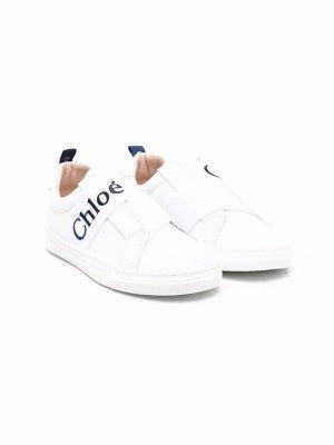 Слипоны с логотипом Chloé Kids. Цвет: белый