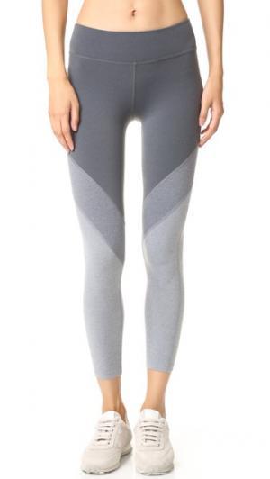 Мягкие леггинсы-капри Angles Beyond Yoga. Цвет: три оттенка серого