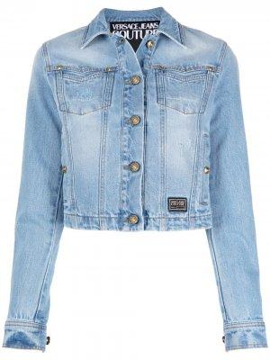Джинсовая куртка с вышитым логотипом Versace Jeans Couture. Цвет: синий