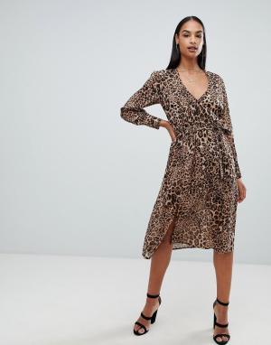 Платье миди с запахом, длинными рукавами и леопардовым принтом Boohoo. Цвет: коричневый