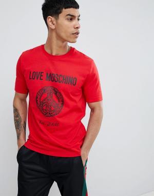 Красная футболка с логотипом Love Moschino. Цвет: красный