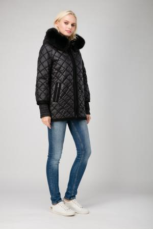 Стеганая женская куртка с мехом и капюшоном Laura Bianca. Цвет: черный