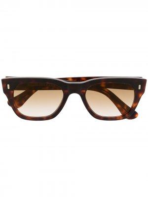 Солнцезащитные очки в оправе черепаховой расцветки Cutler & Gross. Цвет: коричневый