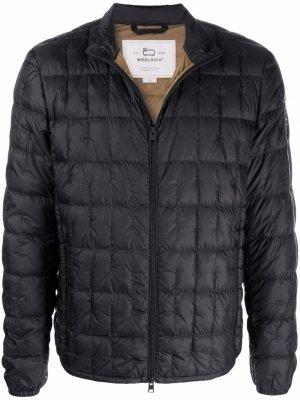 Стеганая куртка на молнии Woolrich. Цвет: черный