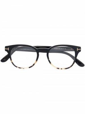 Очки в круглой оправе черепаховой расцветки TOM FORD Eyewear. Цвет: черный